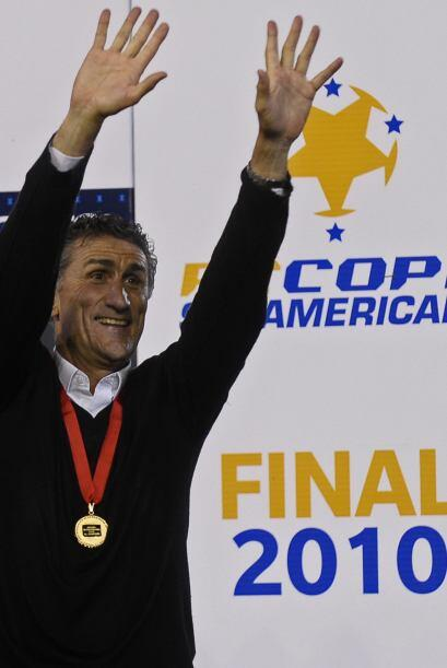 Técnico ganador, se llama Edgardo Bauzá, tiene 52 años y con Liga ya gan...