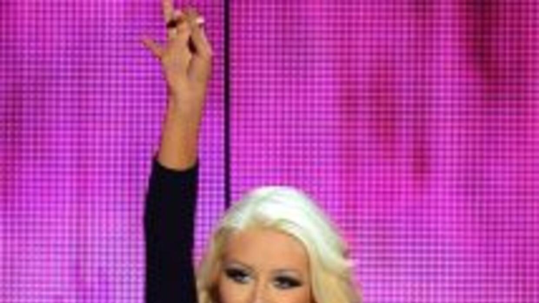 La cantante y actriz se une a Ariana Grande para amenizar la 64a. edició...
