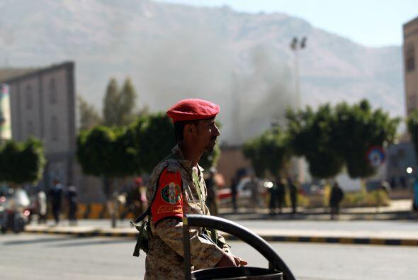 Los atacantes portaban rifles de asalto y granadas de mano propulsadas p...