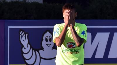 El futbolista habló sobre su polémico video donde aparece...