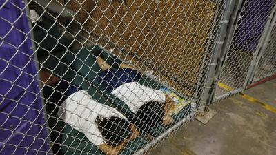 Primera dama de Honduras visita centro de detención en Texas