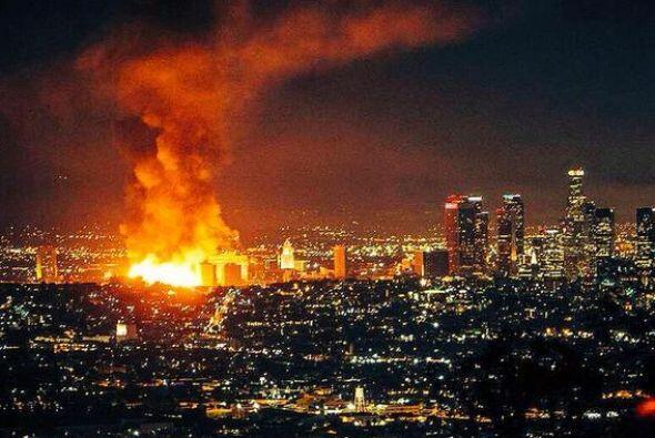 El devastador incendio en el Downtown en Los Ángeles generó pánico y ca...