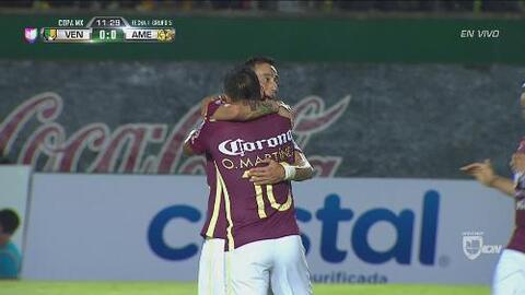 Osvaldo Martínez marca el primero de América tras una gran jugada de con...