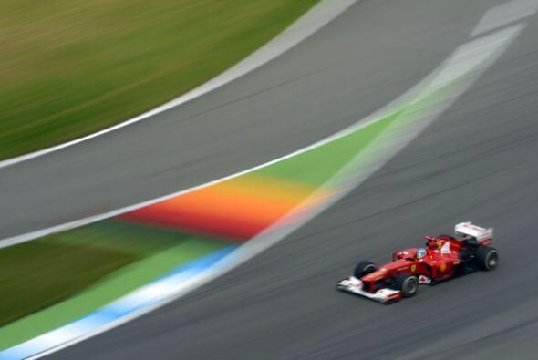 A pocos minutos de que terminara la carrera, Fernando Alonso se ve&iacut...
