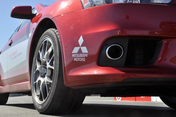 El EVO también incluye el Super-All Wheel Control que eleva la dinámica...