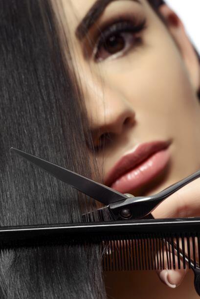 Un tip para darte cuenta. Sostén las puntas de tu cabello cerca de tus o...
