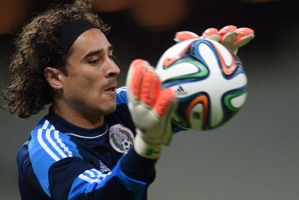 Memo Ochoa de nueva cuenta confirmado como titular para el partido ante...