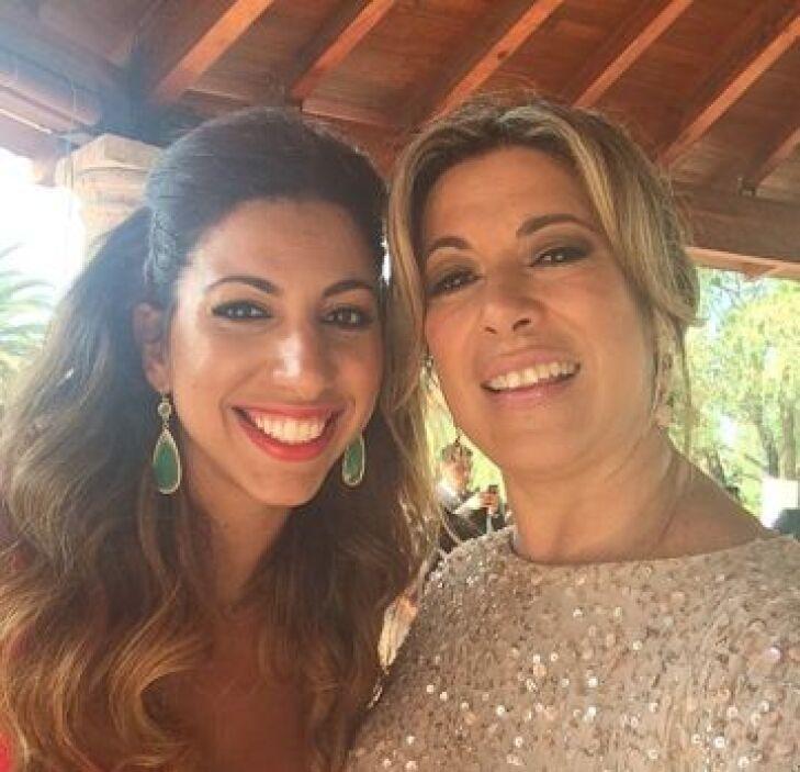 Otra 'selfie' del equipo Univision con Clara Pablo, Directora de Relacio...