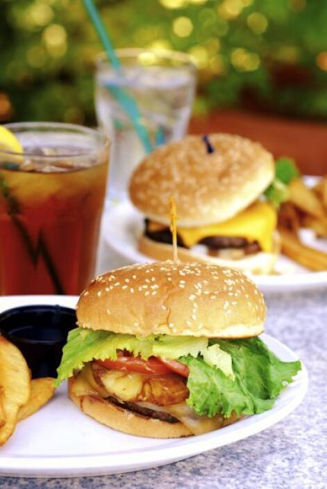 Una rica hamburguesa 'hawaiana'. Es la tradicional hamburguesa que llega...