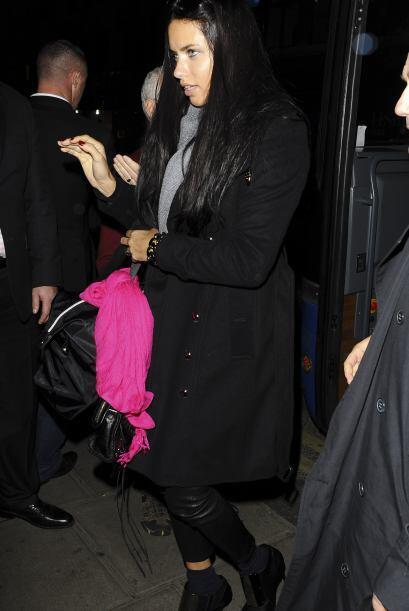 Adriana Lima, usó sus botines con calcetas, algo que también está en ten...