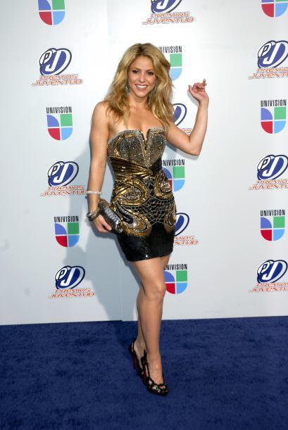 Shakira  Febrero 2, 1977  Con su Sendero de la Vida en el número uno y s...
