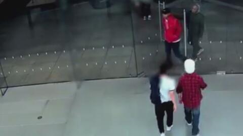 Desaparecen 14,000 dólares en mercancía de una tienda Apple en Glendale