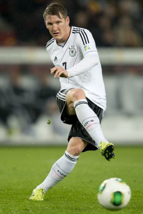 Bastian Schweinsteiger:Un alemán con buen toque de balón, potente dispar...