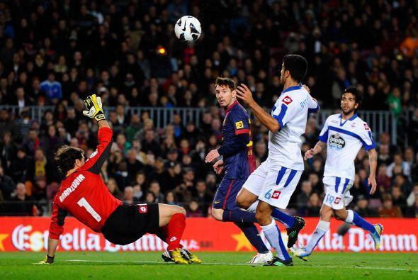 Messi recibió de vuelta frente a Aranzubía y se la pico por arriba con c...