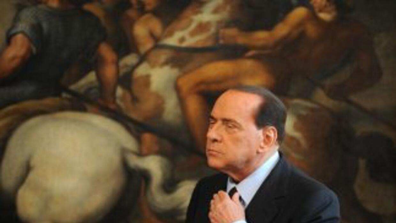 El primer ministro Silvio Berlusconi tuvo relaciones sexuales con un con...