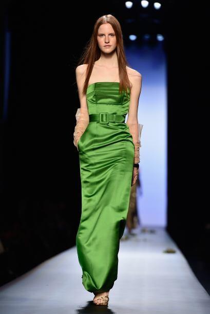 Los tonos como el verde le dieron mucha vida a esta pasarela, que dej&oa...