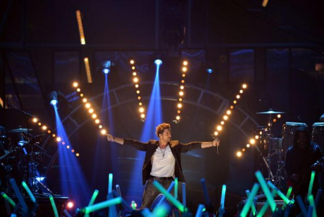 Su tema musical 'No amanece' fue uno de los más coreados de la noche.