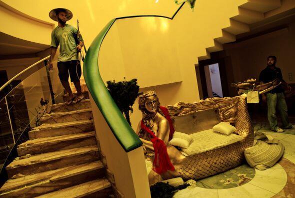 Otra de las propiedades pertenecientes a la familia Gadafi, y que fue to...