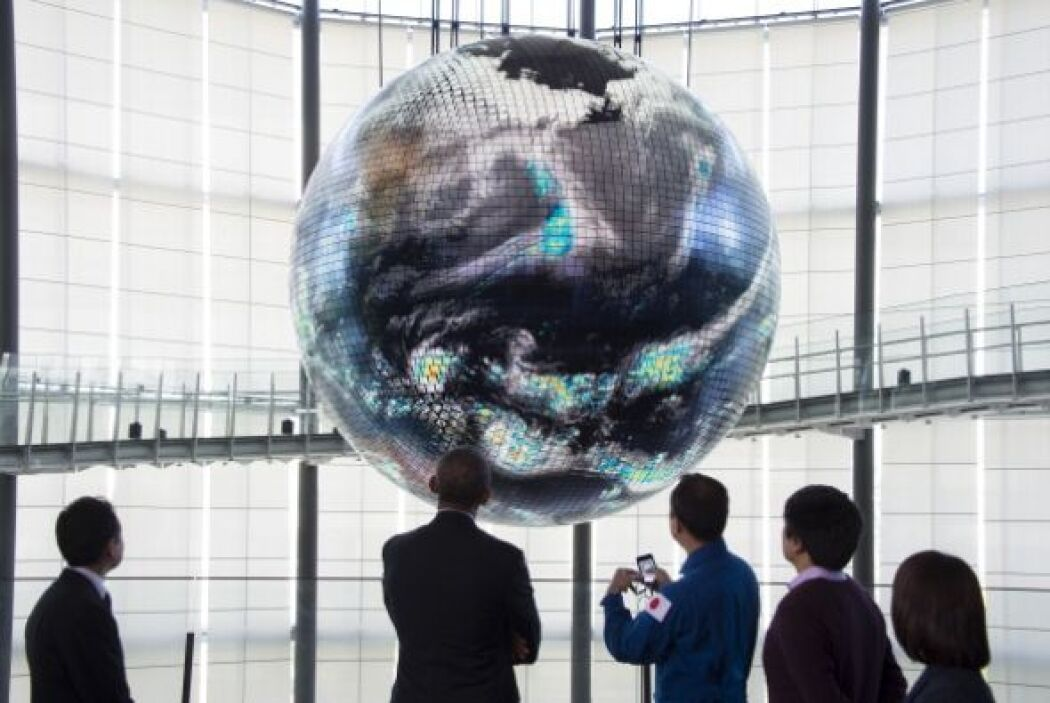 Obama fue al Museo de Ciencia Emergente e Innovación.