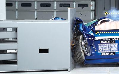 Prueba de choque IIHS Chevrolet Camaro 2016