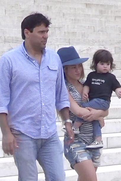La cantante colombiana, su hijo y su hermano Tonino disfrutaron del pase...
