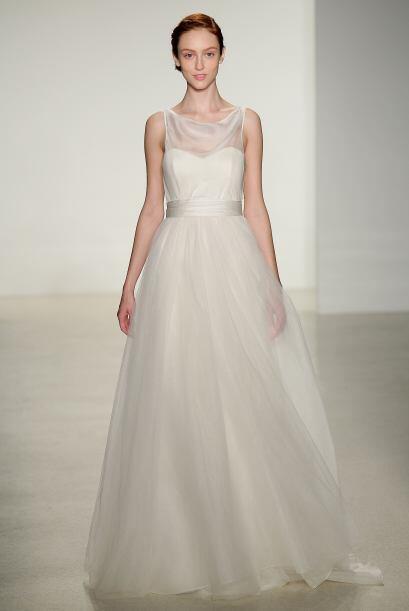 Existen pocas cosas más románticas que los listones en un vestido de novia.
