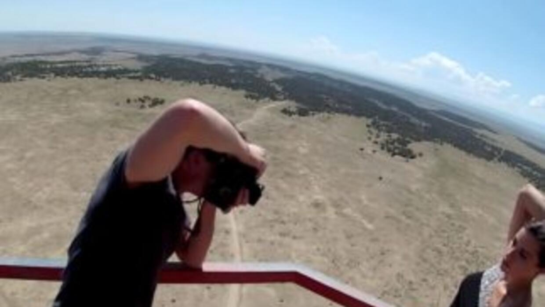 ¿Posando al borde de una plataforma de 360 pies de altura sin ningún tip...