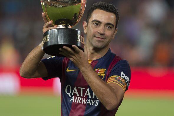Finalmente Xavi, el gran capitán del Barcelona, levantó el...