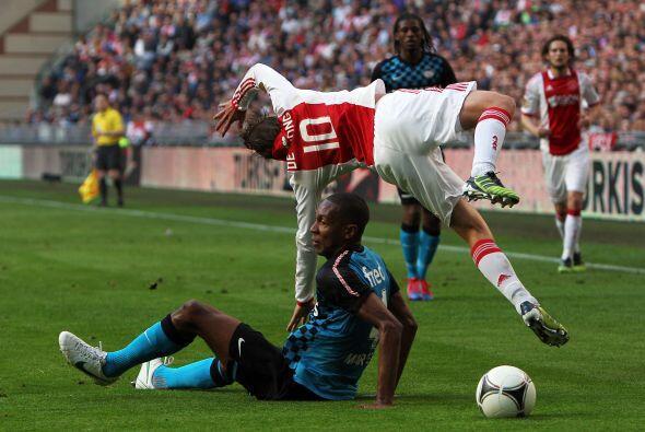No sabemos si Siem de Jong del Ajax fue tackleado por Marcelo del PSV o...