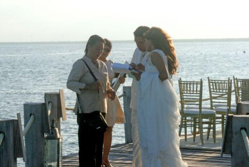 Antes de que llegaran los invitados, la pareja supervisó que todo estuvi...