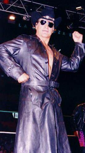 El 21 de septiembre de 1990 fue desenmascarado por Rayo de Jalisco Jr. e...