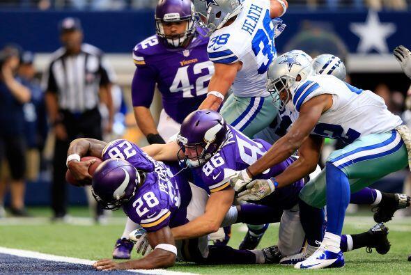 Peterson nunca dejó de mover las piernas para lograr entrar a la zona pr...