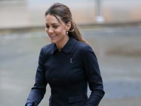 ¡Traición a la corona real! Kate Middleton casi muestra el...