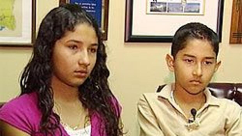 Hijos de madre nicaraguense detenida por inmigración realizan huelga de...