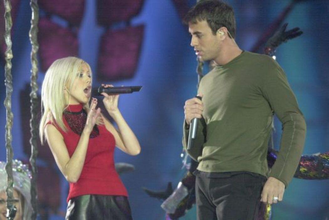 Enrique Iglesias compartió el escenario con Christina Aguilera.