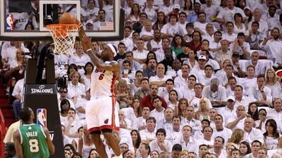 LeBron James anotó 35 puntos, Dwyane Wade aportó 28 y el Heat de Miami s...