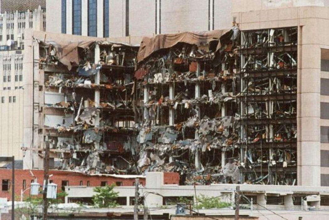 19 de abril de 1995- Un camión de la firma Ryder contenía una carga de a...