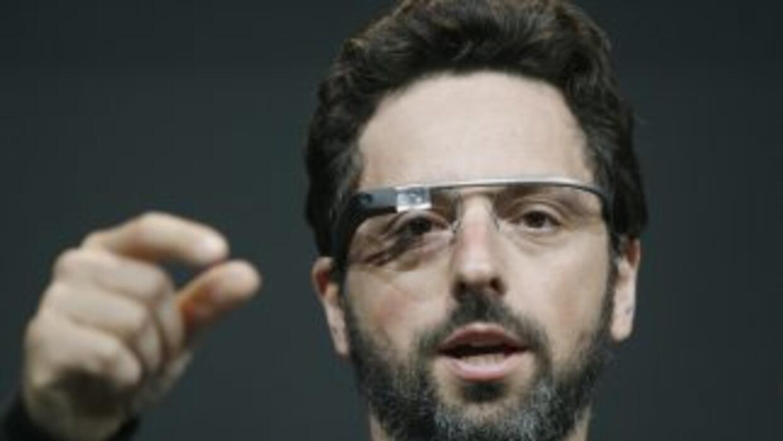 Con las gafas, el usuario podrá ver frente a sus ojos instrucciones para...