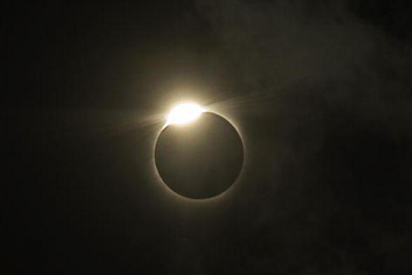¡Se avecina el último eclipse solar del año y está despertando grandes e...