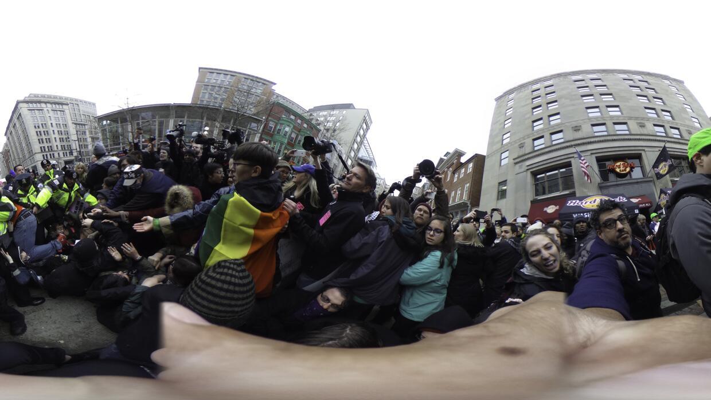Algunas protestas han terminado en arrestos, como lo registra esta image...