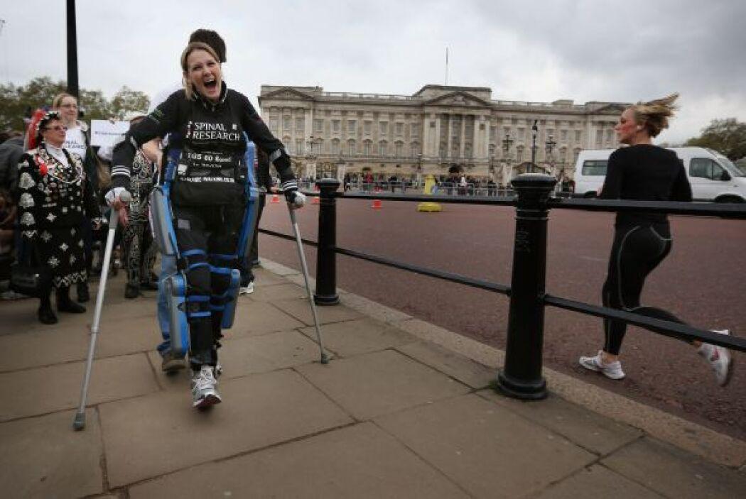 El sistema robótico que utilizó Lomas permite a una persona parapléjica,...