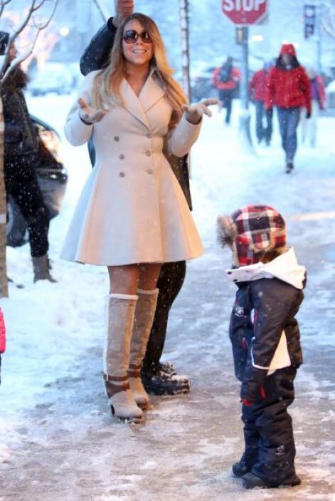 Mariah Carey disfrutó de la nieve con un hermoso abrigo, con el que segu...
