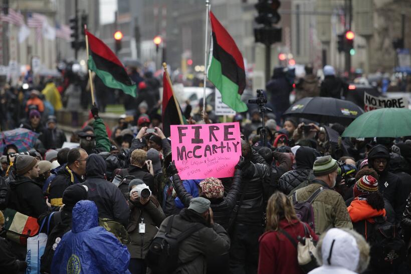 Miles de personas cambiaron los aparadores por las calles de Chicago par...