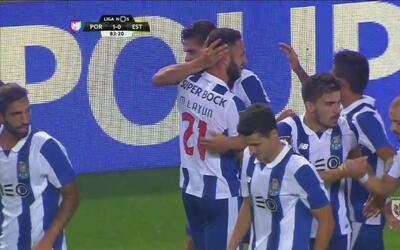 André Silva marcó el gol del triunfo del Porto tras un gran pase de Layún