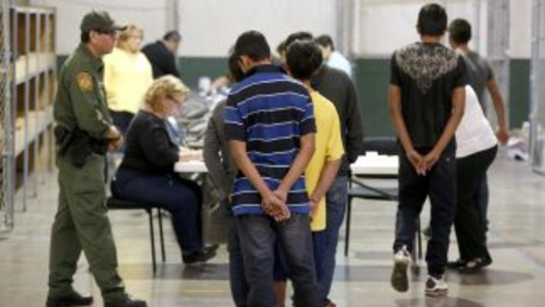 Menores de edad en un centro de la Patrulla Fronteriza en Nogales.
