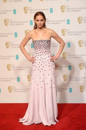 Este vestido es uno de los  más bonitos y rescatables que ha usado Jenni...