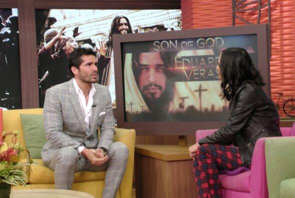La voz de Jesús en la versión en español es la de Eduardo Verástegui.