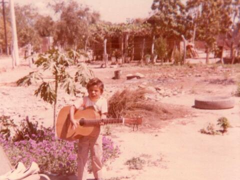 Larry Hernández de niño