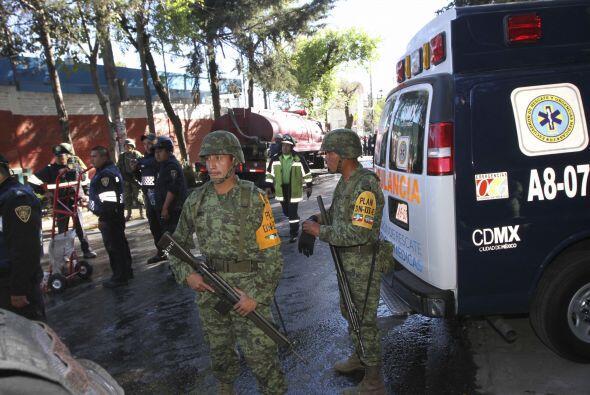El servicio mexicano Locatel brinda información para los familiares de l...