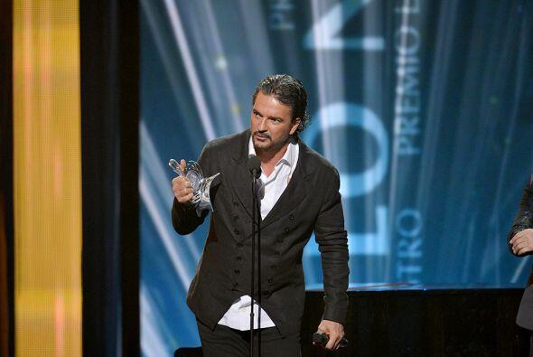 El cantante agradeció a sus fans por todo el apoyo a lo largo de su carr...